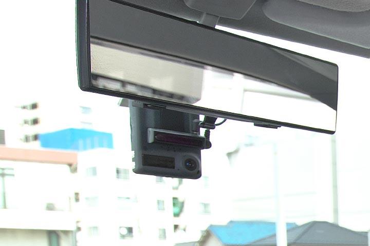 ドライブレコーダーをタクシー全車に導入(車内外同時記録)